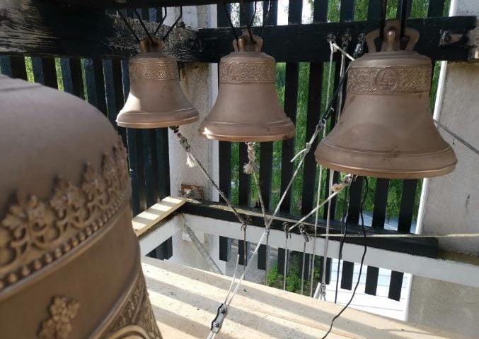 Uudet kirkonkellot Lintulan kirkon kellotornissa